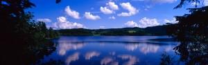 Der Weg führt am schönen Solsjøen-See entlang